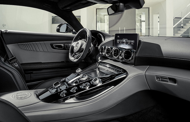 10 Amazing Features Every Car Should Have