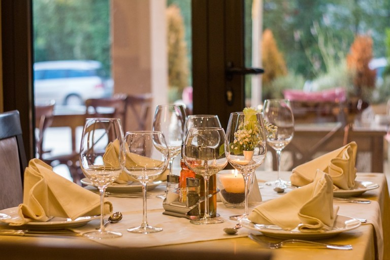 HOW TO START A PROFITABLE  CATERING SERVICE